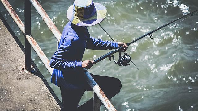 格好を気にする釣り好きルアーマン