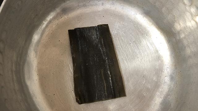 鍋底に昆布