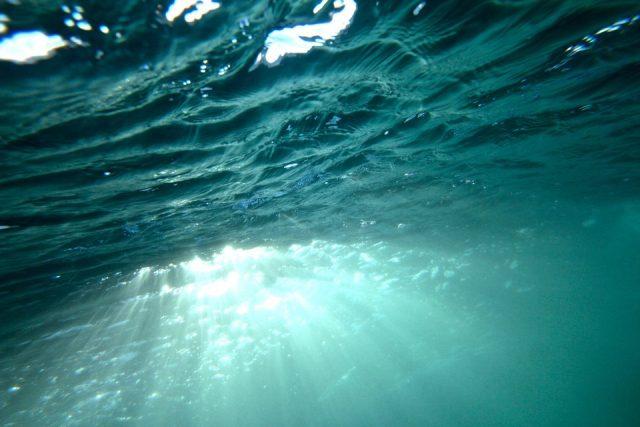 アジングでキャロの水中イメージ