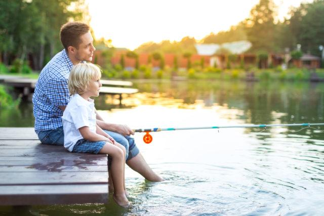 親子でレクリエーションとして楽しむ釣り画像