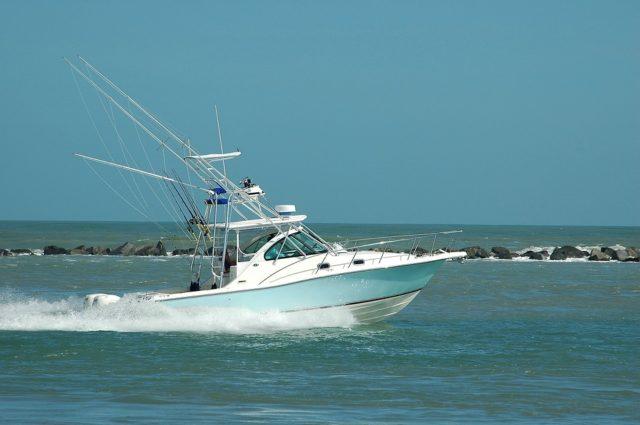 ジガーの乗るフィッシングボート画像