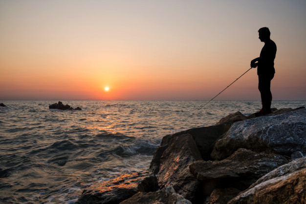 磯場での釣りファイト画像