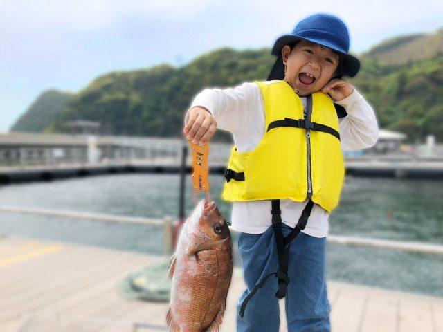 真鯛を釣った子供