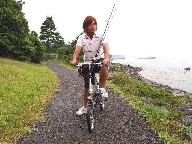自転車で川釣り