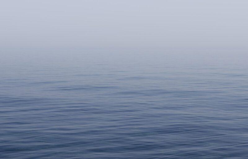 ミニボートから見た沖合